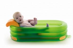надувная ванночка для купания младенцев