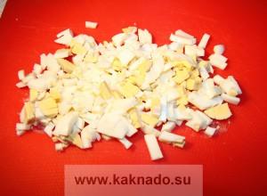 бессолевая диета, рецепт салата из сельдерея, яйца и сметаны