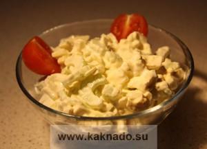 рецепт бессолевого салата с сельдереем и яйцом
