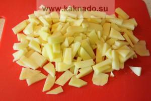 рецепт борща без соли, режем картофель кубиками
