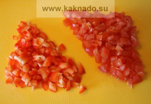 рецепт борща без соли, режем помидоры и перец мелкими кубиками