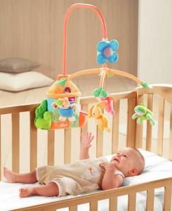 какую игрушку купить в подарок новорожденному