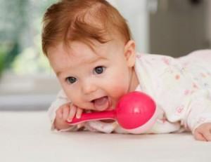 какую игрушку подарить на рождение ребенка