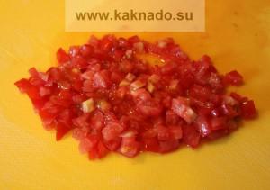 мелко порезать помидор