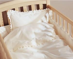 качественное постельное белье в подарок новорожденному