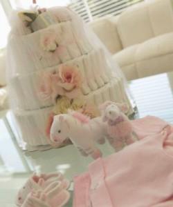 необычные подарки для новорожденных, торт из памперсов