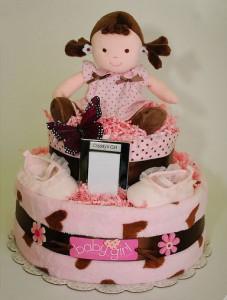 торт из одежды и одноразовых подгузников