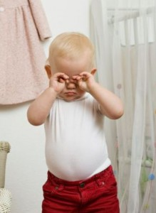 что делать, если ребенку в глаз попала соринка