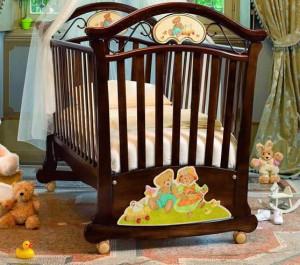 детская кроватка с колесиками
