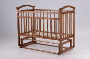 детская кроватка с поперечным маятниковым механизмом