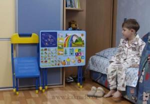 складной стул и стол для ребенка