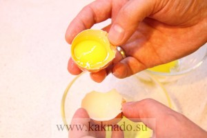 как отделить белки от желтков