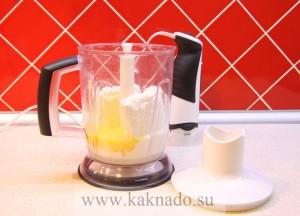 смешать творог, желтки, фруктозу, молоко