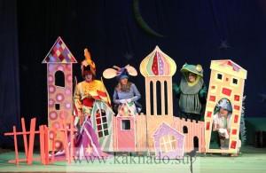 персонажи спектакля теремок в театре чихачева - петушок, мышка, лягушка, ежик
