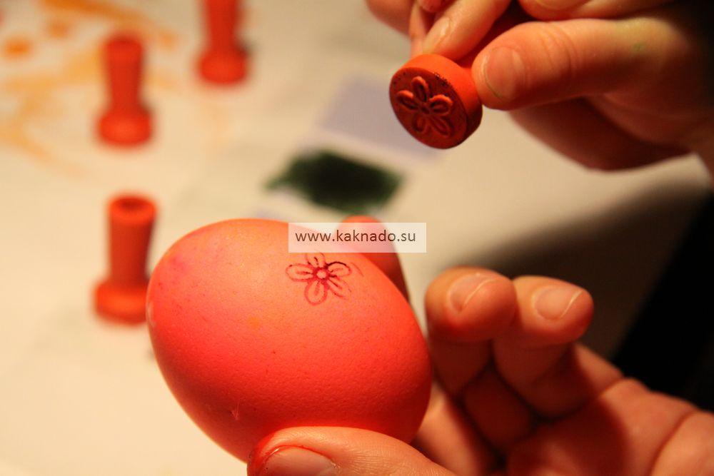 Как покрасить яйца на Пасху с маленьким ребенком. Поделки ...