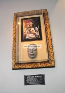 Посмертная маска Майкла Джексона