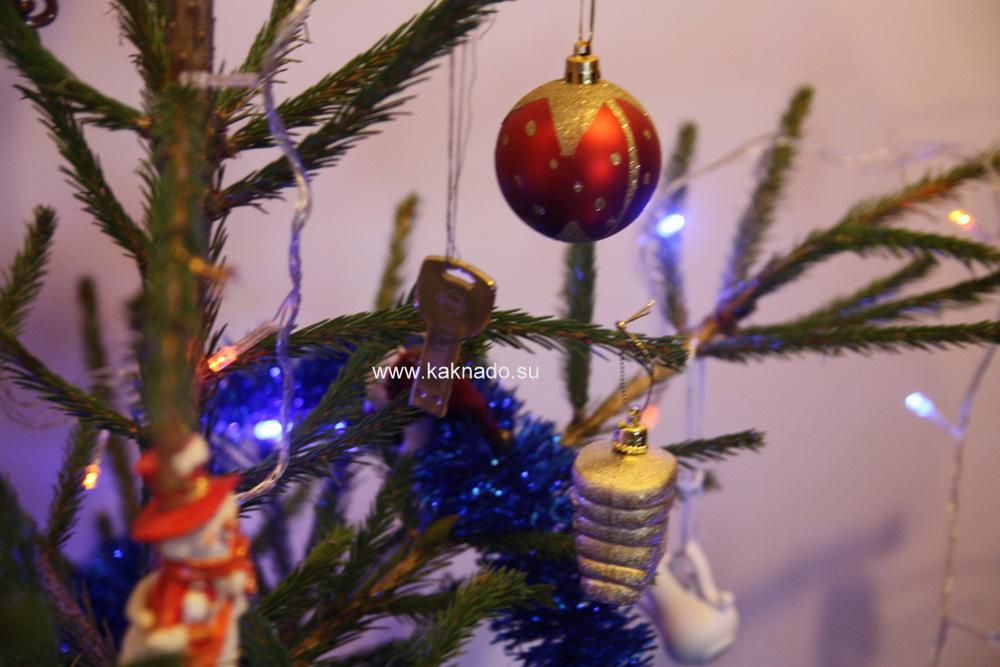 как спрятать подарок под елку