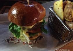 Гамбургеры и стейки в кафе Enzo в Минске