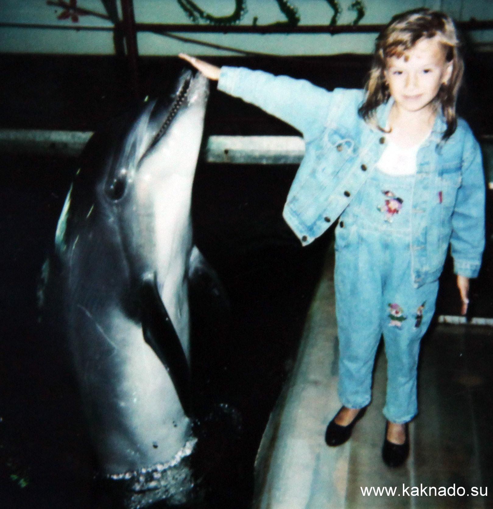 девочка с дельфином